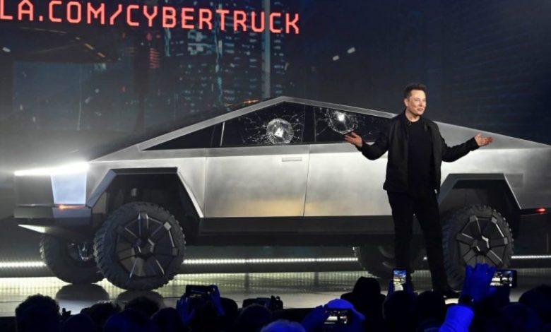 Photo of Elon Musk, Tesla Cybertruck'ı Kullanırken Görüntülendi
